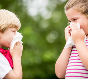 איך לטפל בשיעול ונזלת אצל ילדים באופן טבעי